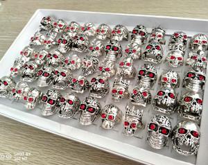 50pcs Kırmızı CZ gözler Kafatası Metal Halkalar Erkekler Skelekon Retro Vintage Büyük Gümüş Yüzük Moda Parti Hediyeler Oyma Man Aksesuarları Boyut Mix