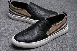 Novedad Mocasines de cuero de gamuza para hombre Mocasines bordados casuales Zapatos oxfords Hombre Fiesta de conducción Pisos J44