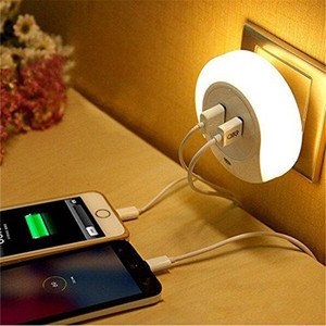 Diseño inteligente LED AC 110 220V Luz nocturna con sensor de luz y cargador de placa de pared USB dual para baños Dormitorio UE EE. UU. Enchufe