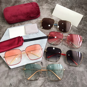 G0443S Celebrity 'Celebrity Estilo Glasses New Style Box pequeno Bee Sunglasses Moda feminina Moda óculos de sol Gg0443s Com Box