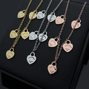 Nouvelle arrivée de mode Lady titane acier lettrage 18K plaqué or collier avec des glands 5 coeurs pendentif 3 couleur