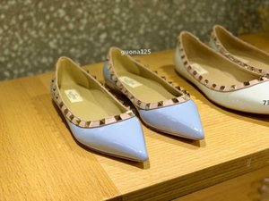 luxurydesigner 2020 new fashion lady Women Rivet spikes shoes dress shoes Burgundy patent Leather Pointed Toe rock Studded valentine l