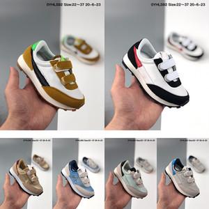 Bambini Daybreak Scarpe da corsa ufficiali 2020 Università Bianco Rosso della scarpa da tennis bianca di nylon delle ragazze del ragazzo piccoli neonati Dybreak Topaz oro Formatori
