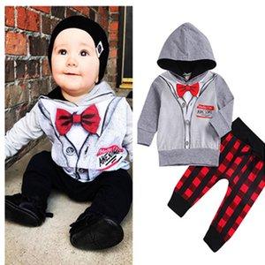 Bambini Ragazzi Outfits Gentleman falsi Top Papillon con cappuccio a strisce + Qlaid pantaloni del vestito del bambino Desiner Ragazzi