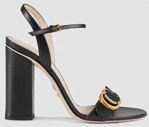 Com caixa! Mulher de Alta Qualidade Chinelos de Salto Alto Sandálias sapatos Plana Sapatos de Designer de slides tênis de basquete Sapatos Casuais por shoe10 KQ1401