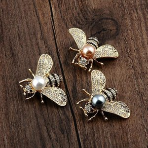 European and American three-dimensional bee highlight pearl brooch, small suit dual-use delicate alloy pin, one generation