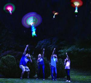 Bamboo Dragonfly con la luce di ripresa razzo volare paracadute Sky UFO esterni gioca notte gioco per i bambini Kid