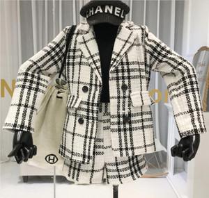 Tweed fragancia pequeño juego de los cortocircuitos Mujer Otoño e Invierno Nueva tela escocesa de lana traje chaqueta de la capa del ocio Botas Pantalones cortos Dos conjuntos de piezas +