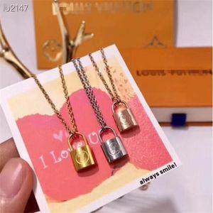 2020 Designer Branded Couple Necklace Luxuries Lock Pendant Necklaces 18K Titanium Steel Plated Women Necklace f Louìs Vuìttõn Gift