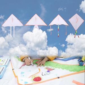50 Pcs mezcla al por mayor 4 del estilo DIY de la pintura de colores volando cometas al aire libre plegable Beach Niños Niños juguete divertido deporte