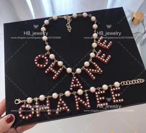 Il modo popolare lettera ciondolo braccialetto iniziale della catena collana di perle per le donne signora festa di nozze farfalla co amanti di gioielli regalo con la SCATOLA