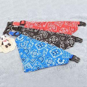 Precioso collar de perro ajustable perrito del gato bufanda del triángulo Collares Impreso perros Pañuelo Pañuelo para Mascotas Suministros DBC BH2852