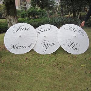 Ombrelli da sposa 2019 Ombrelli di carta bianca Ombrello cinese artigianale Diametro 84cm Lettera di stampa all'ingrosso appena sposata MR e MRS