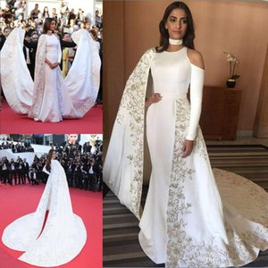 2019 Cape Overskirts Örgün Parti Gowns Dantel Aplikler Balo Özel Durum Elbise ile embrodiery Beyaz Saten Mermaid Uzun Abiye