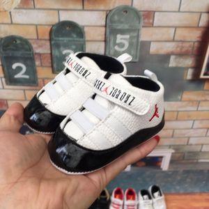 Venta caliente 2020 zapatos zapatos de primavera / otoño del bebé recién nacido de la PU de los muchachos Walker zapatos infantiles de Prewalker de las zapatillas de deporte