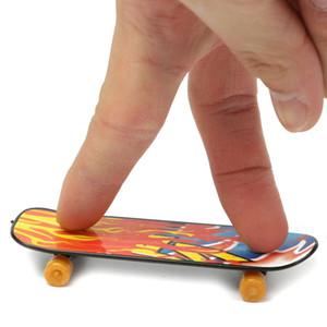 Mini Fingerboards doigt Planche à roulettes Jouet, Finger Skate Boarding Creative Fingertips Parti du Mouvement Favors Nouveauté Jouets pour Kids Party