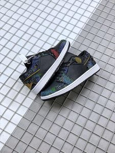 High Quality 1 1s Low WMNS Multi Snakeskin Men Basketball Designer Shoes African hues Black Metallic Gold Snakeskin Mens Trainer CW5580 001