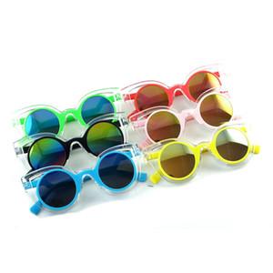 Nuovo 2020 Colorful bambino Occhiali da sole a specchio lenti degli occhiali da sole per bambini Fashion Designer PC telaio 6 colori all'ingrosso