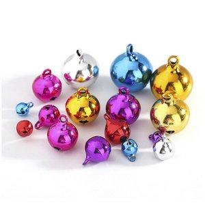 8Pcs Colorful Christmas Bells Mini Cuivre Perles Métal Jingle Bells Bells Décoration de Noël Pendentifs Xtmas Arbre Décor bricolage Artisanat
