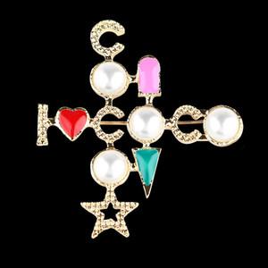 Pearl Croce Spilla Coco Suit regalo dei monili Pin del risvolto Famosa per Amore di alta qualità