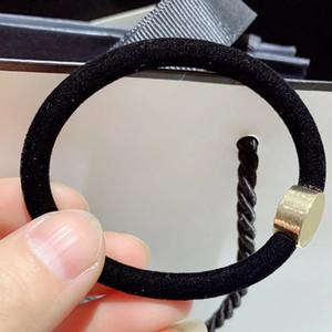Neue Art und Weise Velvet Textur schwarze Gummi für Armbänder elastisches Haarband vip Geschenkband C Haarseil Luxus Metall Marke Anzug