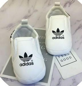 Baby-Schuhe PU-Leder-Sport-Turnschuhe Neugeborenes Baby-Mädchen-Streifen-Muster-Schuhe Baby-Kleinkind-weich Anti-Rutsch-Schuhe
