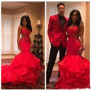2019 Hot Red African Black Girls Mermaid Prom Dresses Usura di sera Cutaway Appliques di pizzo Perline A strati abiti da sera Party Abiti