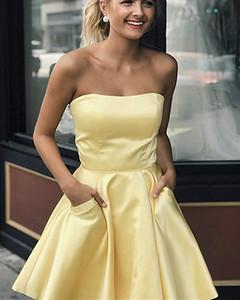 Prom Dresses brevi raso per ragazzi senza spalline Abiti Homecoming con tasche una linea Sweet 16 vestiti da partito giallo Abito corto giallo