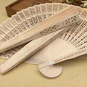 Éventails pour les femmes en bambou dans le mariage du bois personnalisé de lot en vrac faveurs ventilateur cadeaux de fête bois de santal main pliant les fans de mariage
