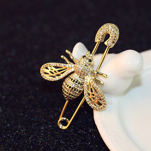 New trendy fashion luxury designer glittering cute lovely diamond crystal bee animal pin brooches jewelry for woman girls