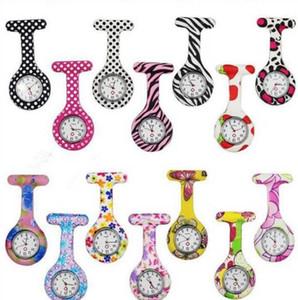 Часы медсестры Доктор FOB Кварцевые часы Силиконовые Карманные Медицинские Часы Брошь Часы Красочные Камуфляжные Принты Тюники Шпильные Часы D77
