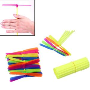 Favor 10pcs Anti Estresse Toy Plastic Bamboo Dragonfly Propeller brinquedo ao ar livre caçoa o presente Voar Mini giro Um helicóptero Partido Copter