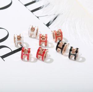 유행 성격 H 편지 흑인과 백인 클래식 티타늄 스틸 귀 네일 할로우 골드 여성 스타일 디자이너 귀걸이