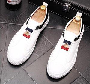 2019 italienischer Designer Mode Male Cusp Niet-Leder-flache Schuhe britischer Suede Loafers Slip-on Stylist beiläufige Mens-schwarze Schuhe S241