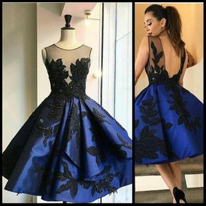 네이비 블루 칵테일 블랙 잎 아플리케 2020 쉬어 목 열기 등이없는 미니 이브닝 가운 홈 커밍 파티 드레스와 짧은 댄스 파티 드레스
