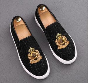 Новый роскошный одуванчика Шипы плоские кожаные ботинки Rhinestone моды мужчин вышивка Loafer платье обувь Курительные тапочка