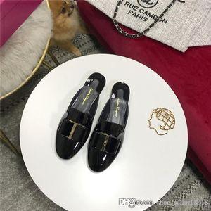 L'ultima pantofola in pelle verniciata, la serie Round Moorer Half drag, la scarpetta moderna casual alla moda della collezione Modern
