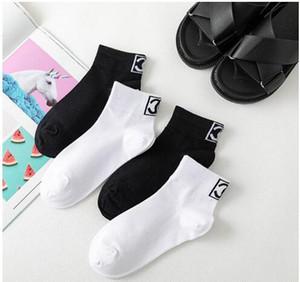 Nueva llegada muchachas de las mujeres C tobillo del algodón calcetines calcetines cortos negros blancos 10pairs precio al por mayor 20pcs /
