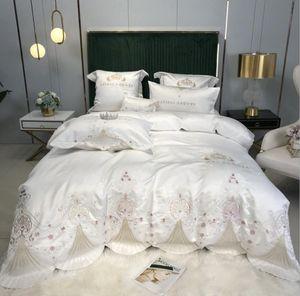 الترف الملكي الجاكار الفراش مجموعة 4PCS الأبيض التطريز غطاء سرير حريري الحرير الأميرة لحاف / حاف الغطاء سادات ورقة السرير