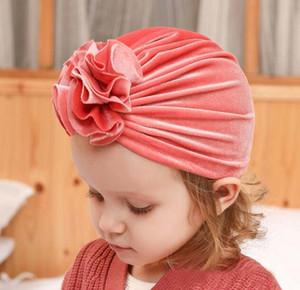 14 couleurs Fille Enfants d'hiver Chapeau d'or velours crochet Bonnet avec la conception de fleur Chapeau fille Chapeau bébé, enfants Maternité