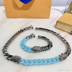 Europe Amérique Hommes titane acier Gravé V Initiales à quatre feuilles fleur chaîne en argent-métal épais en céramique Liens Sculpture Bracelet Collier