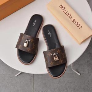 2019 Mens Fashion Paris Womens Verão Sandals Praia Deslize Chinelos Ladies flip flops Loafers impressão de couro cor sólida 38-45 com boxs V60