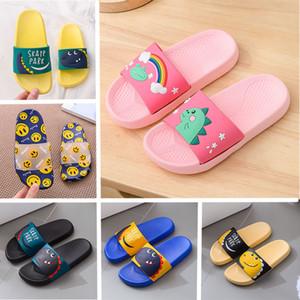 Designer 2020 Femmes Hommes Chaussures Slides été de plage intérieur plat enfants Cartoon Sandales Pantoufles Anti Slip Enfants Maison Tongs Noir Bleu