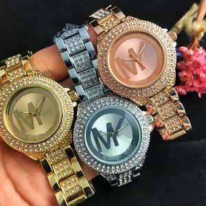 Часы Женщины моды Rhinestone Цветочный Patterns платье Часы Женский час Кожа Blossom Rose Lady Dress Аналоговое Кварц Vogue Часы Relogio