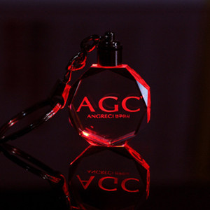 Personalisierte Design Lasergravur Muster Crystal Keychain LED bunte wechselnde paar Schlüsselanhänger Hochzeit Weihnachten Valentinstag Geschenk EEA158