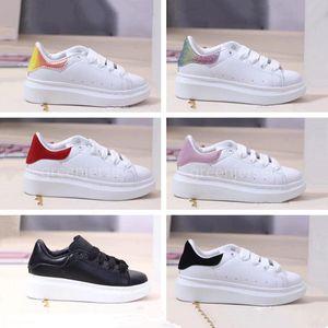 Plataforma clásicos de los muchachos muchachas de los cabritos de los zapatos corrientes de cuero blanco Negro Niños infantil del bebé al aire libre del niño de las zapatillas de deporte entrenador deportivo de diseño