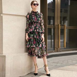 Le printemps et l'été nouveau défilé pied de col soie plissé mélange floral robe de gâteau taille élastique à manches longues