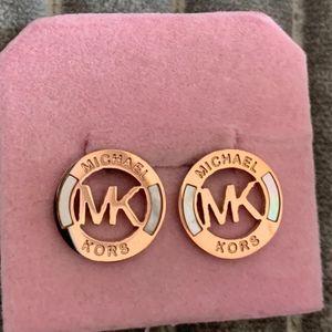 Mayor de alta joyería de moda pulido acero inoxidable 316L de oro rosa de plata de gran tamaño de letra pequeña concha Stud Pendientes Para Hombres Mujeres