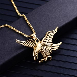 Collares colgantes Punk Biker Color de oro Titanio Acero inoxidable Animal Eagle Hawk Wing Colgantes Collar para Hombres Joyería