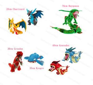 7pcs / Lote 23 centímetros Charizard 60 centímetros Gyarados 76 centímetros Rayquaza 30 centímetros Groudon 35 centímetros Kyogre Plush Toy Para crianças Presentes de feriado NOPO026